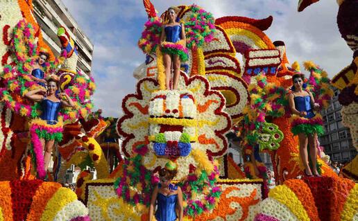 La Batalla de Flores llena de color Laredo